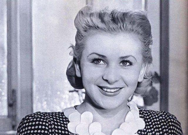 актриса Серова