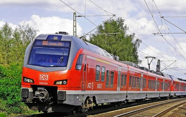 локомотив железнодорожный
