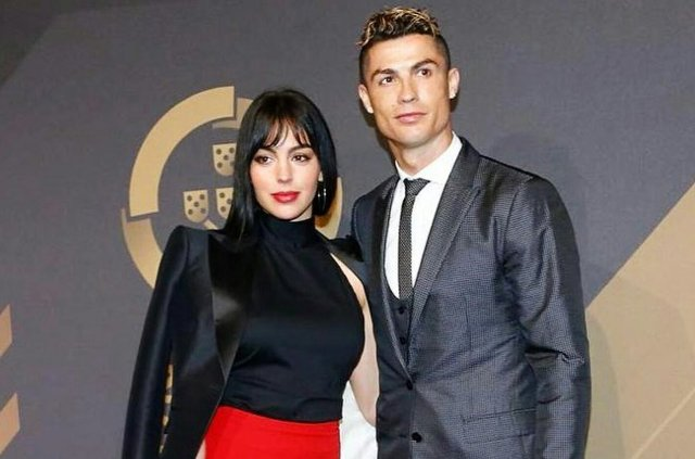 Роналду с женой