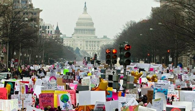 демонстрация женщин