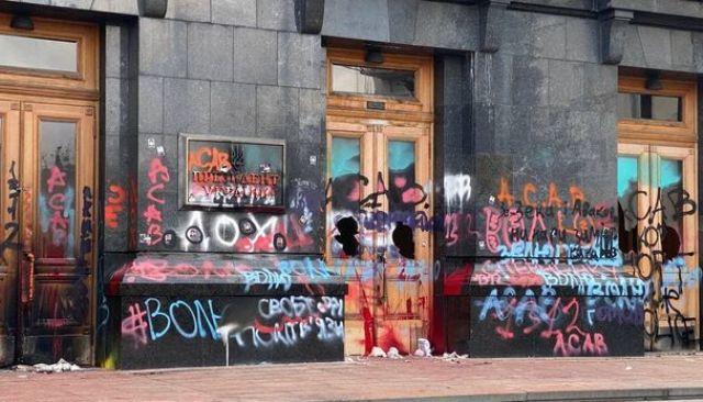 надписи на фасаде ОП