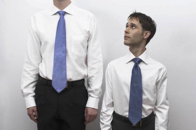 высокий и низкий мужчина