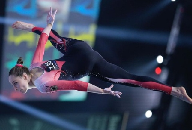 гимнастка Сара Восс