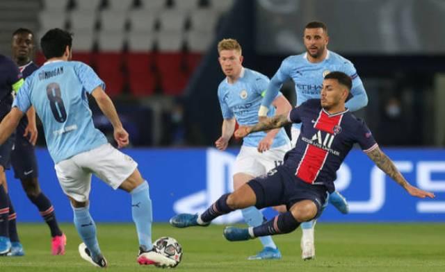 футбольный матч в Париже