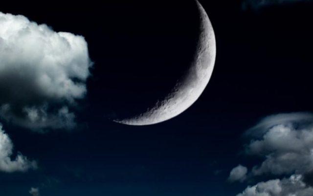 новая Луна и облака