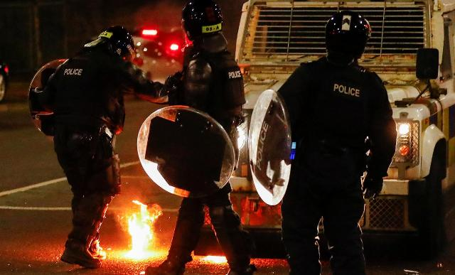 полицейские на улицах