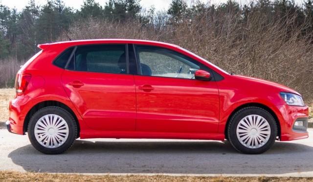 Volkswagen красного цвета