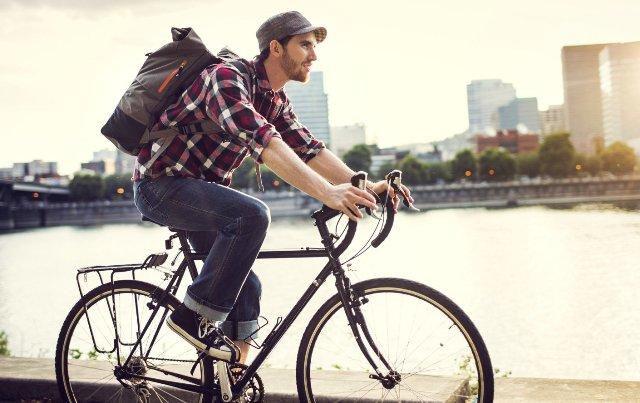 движение по городу на велосипеде