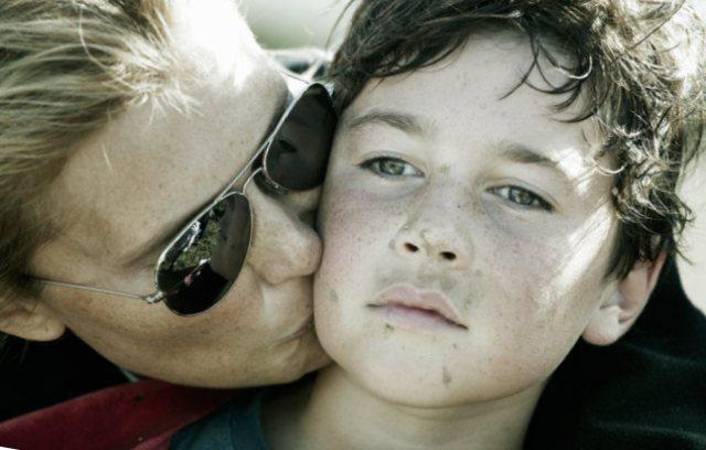 мама поощряет сына
