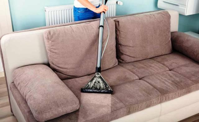 удаление пятен и грязи с дивана