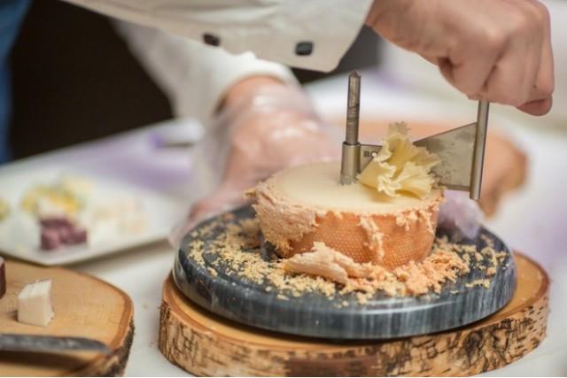 швейцарский полутвердый сыр
