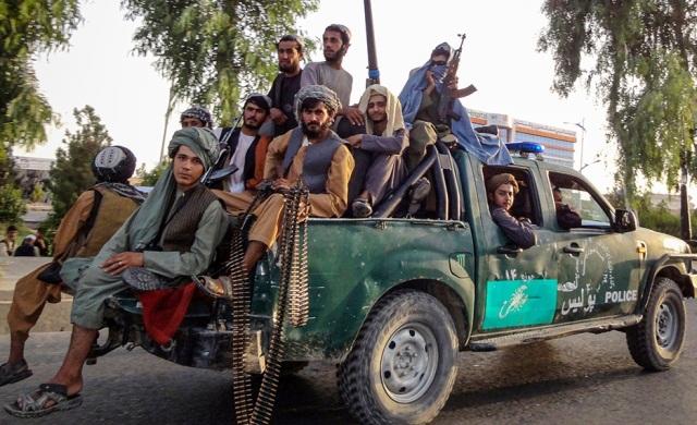 талибы на полицейском авто
