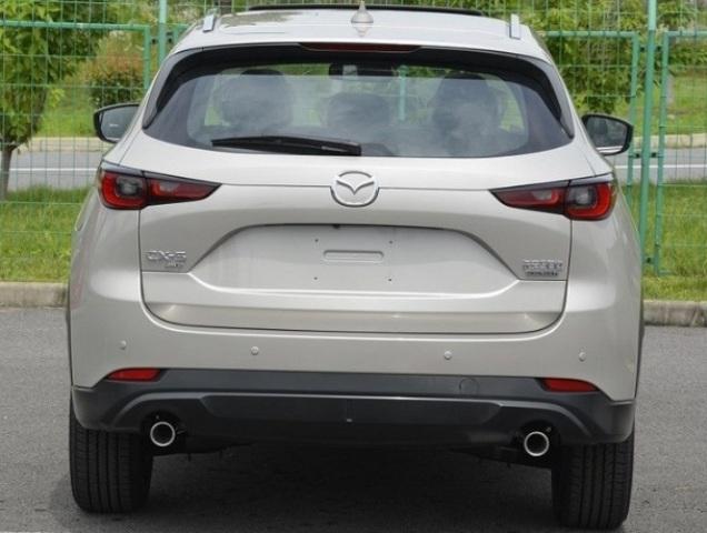 вид сзади Mazda CX-5